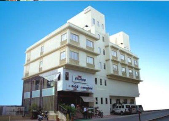 Deyor Red Star- ESI Hospital Road: Hotel Nandhini Indranagar