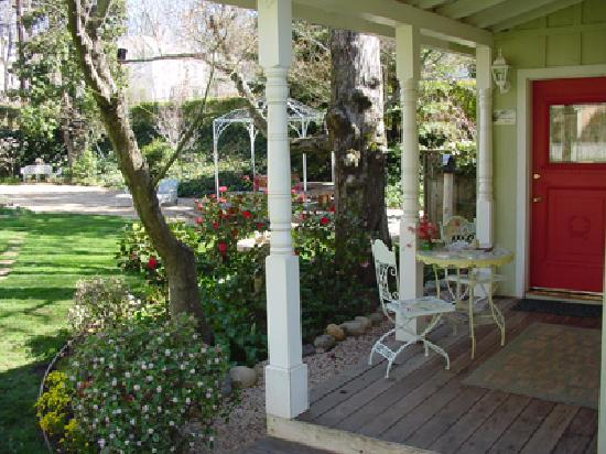The Seasons Bed and Breakfast: Moulin Rouge Porch
