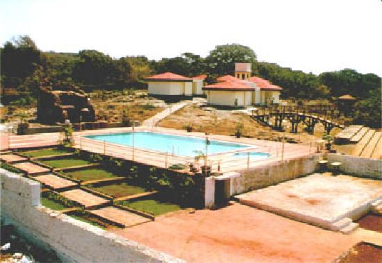 Pali Beach Resort: Mumbai hotel swimming pool