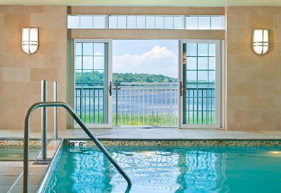 Newport Beach Hotel and Suites: Indoor Pool
