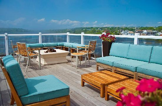 Newport Beach Hotel and Suites: Rooft Top Fire Pit