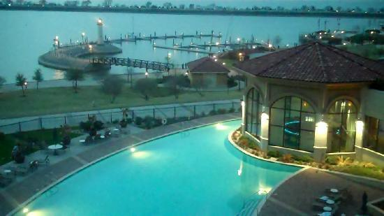 Rockwall, TX: The view from our room at dusk.