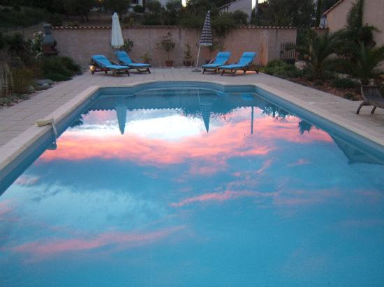 Villa Virinn : Pool at sunset