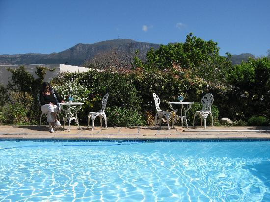 Paradiso Guesthouse & Self Catering Cottage: Pool so relaxing