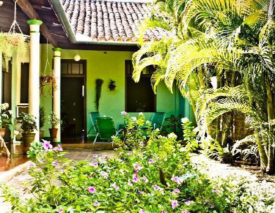 Hostal Buen Viaje: The back courtyard