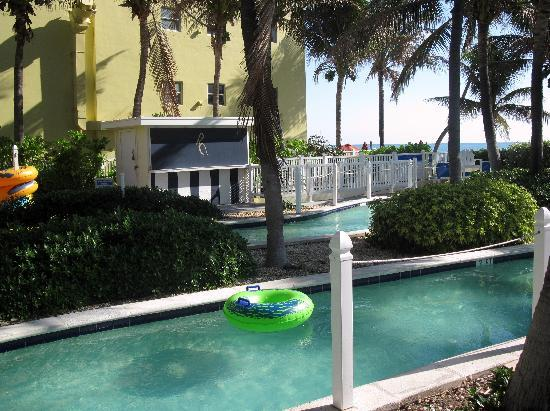 Pelican Grand Beach Resort, A Noble House Resort: Lazy river- it was heated!!