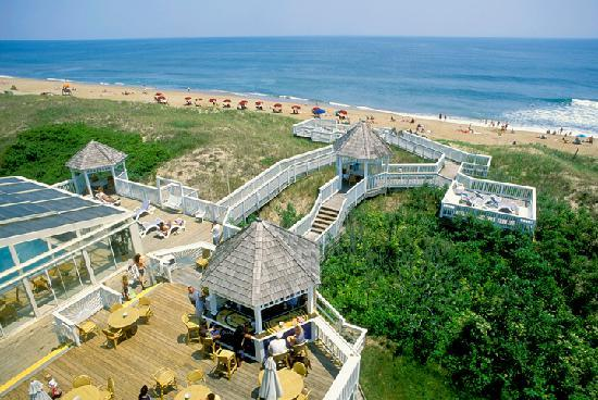 Ramada Plaza Nags Head Oceanfront: Dragonfly seasonal deck bar