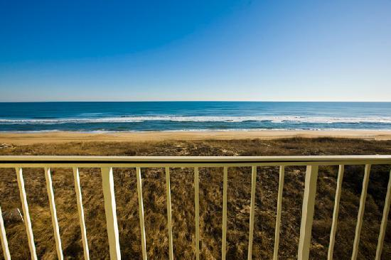 Ramada Plaza Nags Head Oceanfront: View from the oceanfront balcony