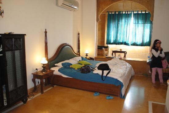 Narayan Niwas Palace : the room