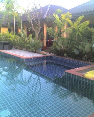 Happy Cottages Phuket : Jacuzzi