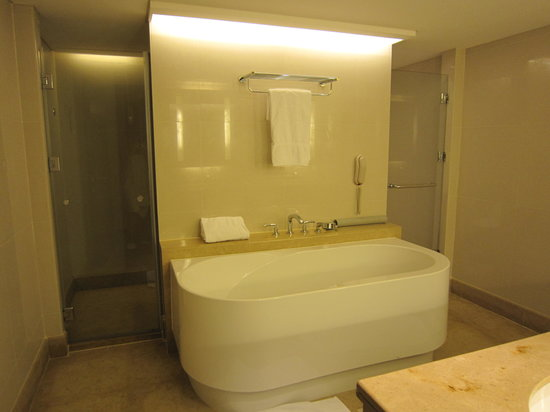 Bagno picture of shangri la 39 s far eastern plaza hotel tainan east district tripadvisor - Bagno shangri la castagneto ...