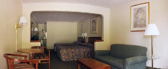 Americas Best Value Inn-Williamsburg/Lightfoot Area: Guest Suite