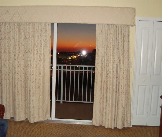 The Point Hotel & Suites: Sunset from the living room