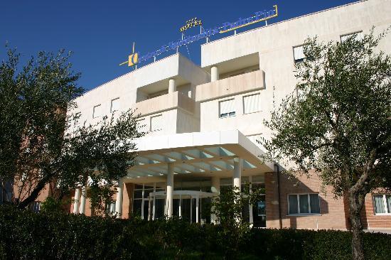 Centro di Spiritualita Padre Pio: Veduta dell'ingresso Hotel