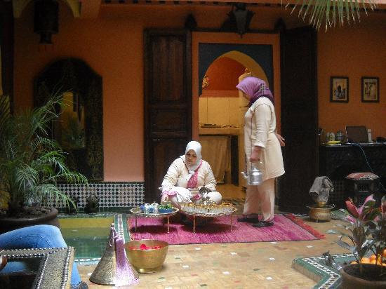 Riad Ajebel: La ceremonia del té a nuestra llegada