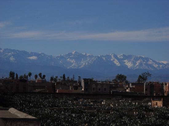 Riad Ajebel: vista desde la terraza de las montañas (Atlas)