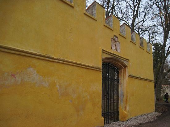 Possenhofen, Germany: ' Mauerreste ' der Ex-Schlossanlage