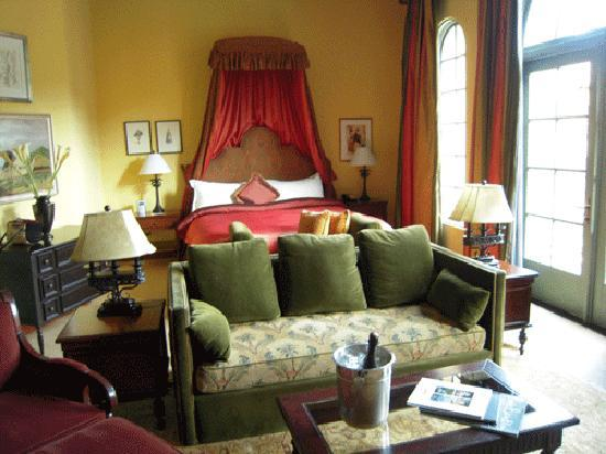 Hotel Los Gatos - A Greystone Hotel: Another view of the suite.