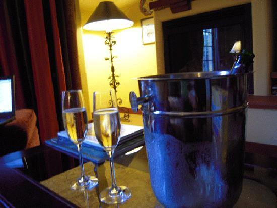 Hotel Los Gatos - A Greystone Hotel: A photo of our Champagne chilling.