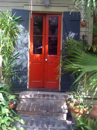 Coccinelle : entrance to the guest house