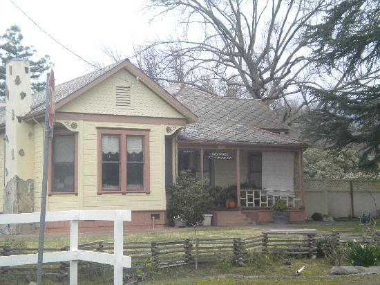 Oakwood Bed & Breakfast : The Front porch of their House