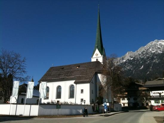Waldrand: The church in Scheffau