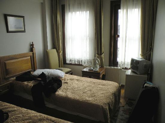 Hippodrome Hotel: vue de la chambre que l'on a un peu dérangée