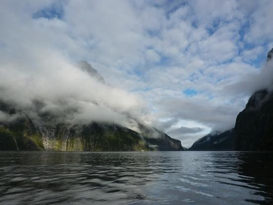 ‪ميلفورد ساوند, نيوزيلندا: milford sound from kayak - andy jenkins 2011‬