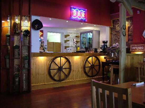 Smokey Joes Torquay: The bar area...