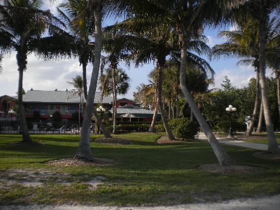 Sanibel Island Beach Resort: beatiful grounds