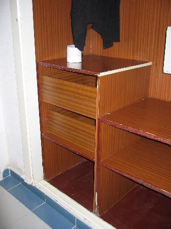 Brisas del Caribe Hotel: Our Cupboard