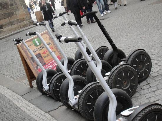 Prague Segway Tours: ils vous attendent sagement ;-)