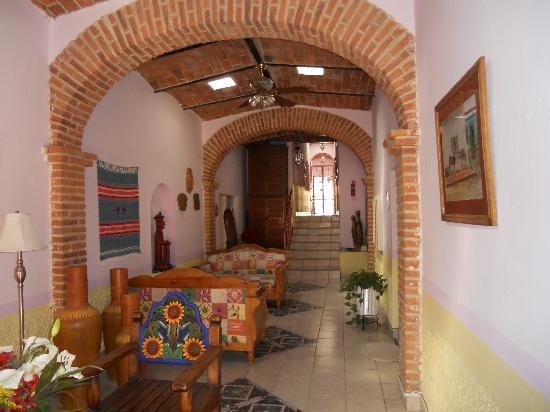 Ajijic Suites: Lobby area