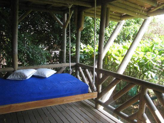 Horizon Ocean View Hotel and Yoga Center: The floating bed on our downstairs porch!  Surrounded by trees!