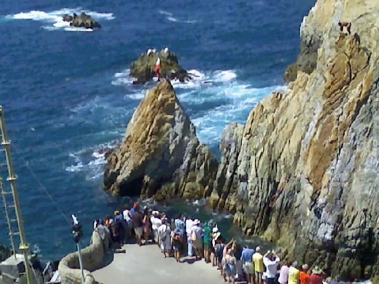 Ritz Acapulco: cliff divers