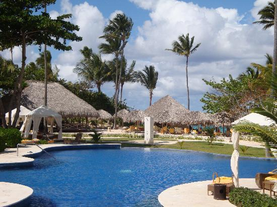 Iberostar Grand Hotel Bavaro: Area where we hung out by the pool/ocean