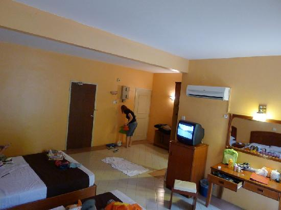 Aseania Resort & Spa Langkawi Island: room is big enough to occupied 5 of us