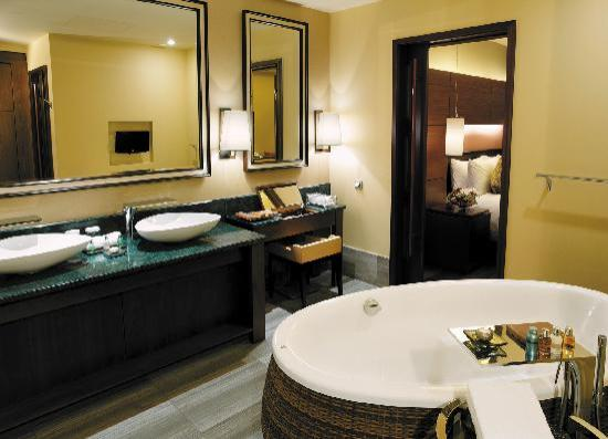 Lotte Hotel Moscow: Bathroom of Atrium Room Bali Style