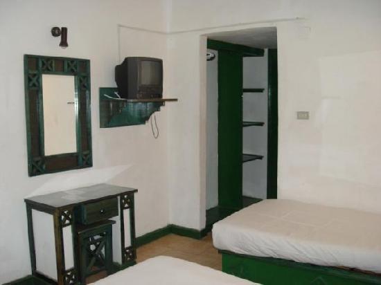 Friendship Village : room