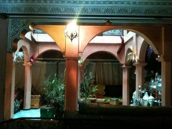 Riad Rahba Marrakech : inside the breakfast area.