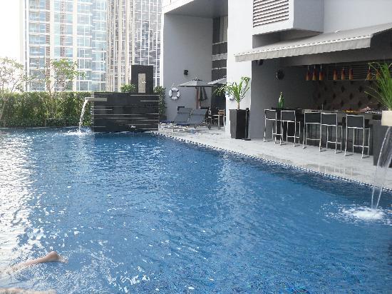 Piscine picture of novotel bangkok ploenchit sukhumvit bangkok tripadvisor - Hotel bangkok piscina ...