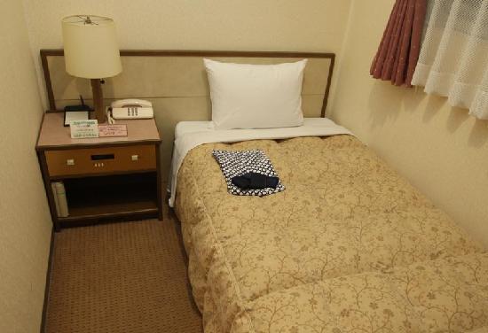 Sun Hotel Nagoya Nishiki : ベッド付近