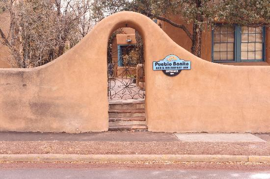 Pueblo Bonito Bed and Breakfast Inn: Inn exterior
