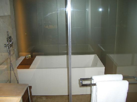Mamilla Hotel : Bathroom
