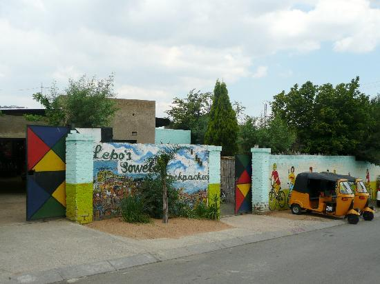Lebo's Soweto Backpackers : ingresso dell'ostello