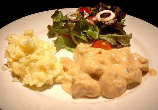 Breakfast at Hansaah : Chicken with garlic cream
