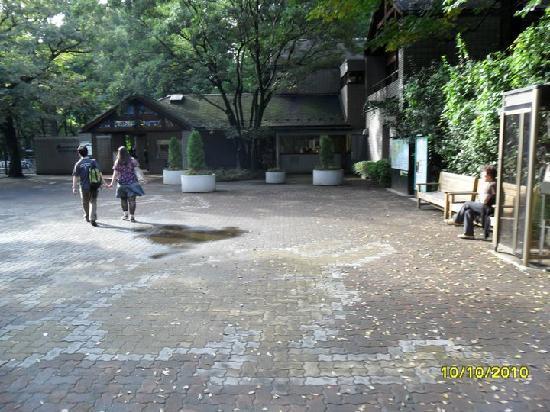 Inokashira Park Zoo: La entrada del zoo