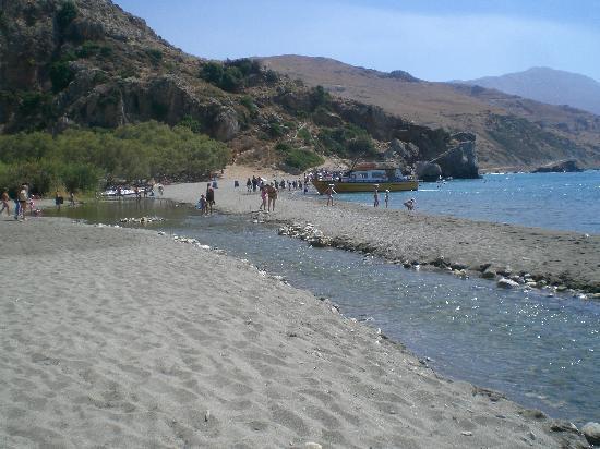 Preveli Beach: striscia di sabbia tra mare e torrente