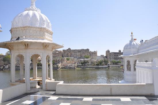 Taj Lake Palace Udaipur: taj lake