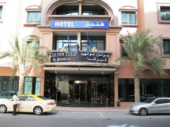 Golden Tulip Al Barsha: Entrance to the Hotel